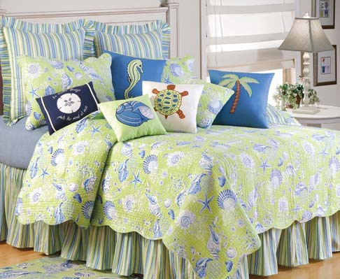Green Seashells Standard Bedding Set